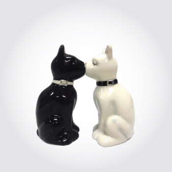 Kissing cats salt and pepper shakers