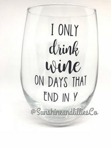 """I only drink wine on days that end in y"" #wine #winelover #wineglasses"