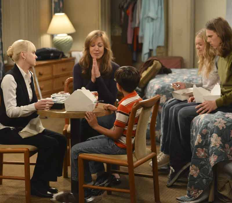 shows-to-watch-if-you-like-gilmore-girls Mom